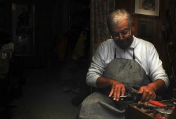 Traditional Shoe Mender (0830)