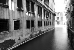Venetian Canal (0908)